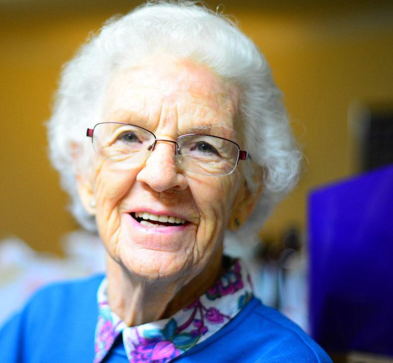 sorriso-anziana-protesi mobile melucci salerno
